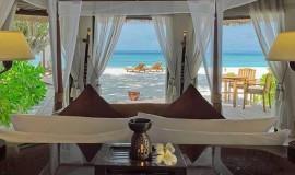 Kumsal Önü Havuzlu Villa